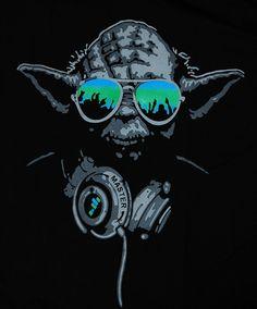 Yoda DJ Hip Hop Jedi Master Headphones Green Glasses Man T-shirt star wars (L)
