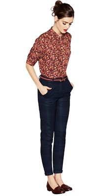 floral shirt tucked into skinny jeans with loafers