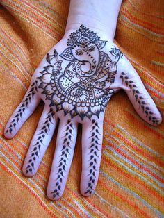 Images of Lord Ganesha: Mehndi. I hope someday to go to India for Ganesh Chaturthi, his birthday. Tatoo Art, 1 Tattoo, Mehndi Tattoo, Henna Tattoo Designs, Mehandi Designs, Henna Mehndi, Henna Art, Mandala Tattoo, Body Art Tattoos