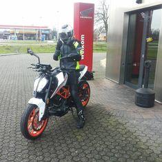 bikergirl Mies duke 390 KTM