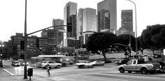El downtown de Los Angeles pasó de ser el mejor barrio residencial de la ciudad a finales del siglo XIX a un suburbio a mitad del siglo XX. Actualmente se ha convertido en el barrio financiero, con un interesante contraste entre los modernos rascacielos y los edificios de su época de gran esplendor.