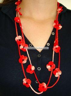 Oi meninas(os) Bom Dia!!!!! Hoje estou trazendo mais um trabalhinho, um colar de croche com florzinhas.... Esse é muito simples, diria até s...