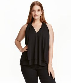 Black. Sleeveless, gently flared top in double layers of crêped jersey. V-neck…