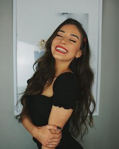 Poses Para Imitar – AUFLORIA Cute Poses For Pictures, Poses For Photos, Portrait Photography Poses, Photography Poses Women, Best Photo Poses, Instagram Pose, Selfie Poses, Insta Photo Ideas, Shooting Photo