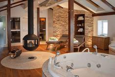 Privater Wellnessbereich im Dachgeschoss: mediterranes Spa von stonewater