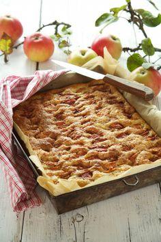 Herlige og lettbakt eplekaken i langpanne.