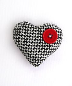 Heart Brooch Shepherd's Plaid  6$