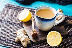 Okolo chrípky a prechladnutí sa točí veľký biznis. Nehovoríme, že výrobky, ktoré dostanete v lekárni bez receptu, nefungujú, ale omnoho … Photo Texture, Honey Lemon, Beverages, Drinks, Drinking Tea, Natural Remedies, Latte, The Cure, Spices