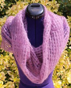 Tour de cou en laine, snood, chauffe épaules, écharpe capuche au crochet en mohair et soie coloris mauve #chaliere #etsyshop #etsyseller