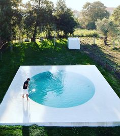 The Cool Hunter, Cool Pool in Afife, Portugal by guilhermachadovaz Small Swimming Pools, Small Pools, Swimming Pool Designs, Pool Spa, Jacuzzi, Moderne Pools, Round Pool, Concrete Pool, Portugal