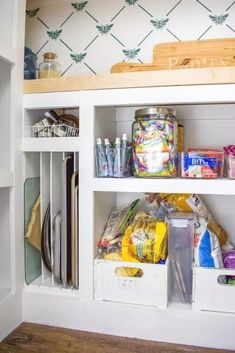 Check out these easy and quick tips for organizing your pantry. We love these kitchen pantry makeover ideas for cheap. How to organize your pantry and dollar store organizing ideas. Pantry Shelving Units, Wire Shelving, Pantry Cabinets, Custom Shelving, Built In Pantry, Built In Bookcase, Floating Storage Shelves, Wooden Pantry, Small Kitchen Pantry