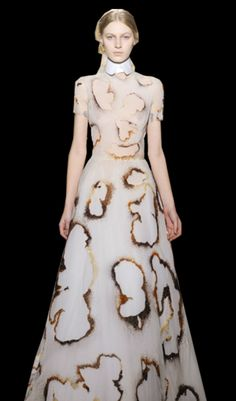 Burnt dress which reflects my concept of nothing be able to last forever. Links with my burning fabric experiments. Fashion Fabric, Fashion Art, Fashion Show, Womens Fashion, Fashion Design, Fashion Trends, Giles Deacon, 2016 Trends, Fabric Manipulation