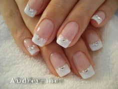 Classic French Manicure with a twist - very pretty and feminine Manicura boda uñas French Nails, French Manicure With A Twist, French Manicure Designs, Pedicure Designs, Nail Art Designs, French Manicures, French Manicure With Glitter, Bridal Nails French, French Manicure Nail Designs