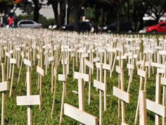 Protest in defense of the Indians brings 5,000 crosses for Congress