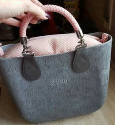 Grey&pink obag Obag Brush, My Bags, Purses And Bags, Bamboo Bamboo, Dior Handbags, Candy Bags, How To Make Handbags, Cloth Bags, Fashion Bags
