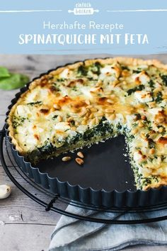 Recipe for an incredibly tasty spinach quiche with feta. A crispy short pastry filled with a delicious cream and sour cream, spinach and feta. recipes recipes Spinach quiche with feta hearty and tasty Baking Recipes, Snack Recipes, Quiche Recipes, Easter Recipes, Breakfast Recipes, Dessert Recipes, Vegetarian Recipes, Healthy Recipes, Recipes With Feta