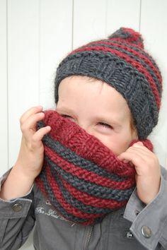 Bonnet rouge et gris au tricot en laine Trappeur pour les 2-4ans