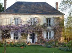 There are few things finer than French architecture. Exterior french country homes are a perfect marriage of traditional values and innovation. Country Stil, French Country Farmhouse, French Countryside, French Cottage, French Country Style, French Country Decorating, French Decor, French Style Chairs, French Exterior