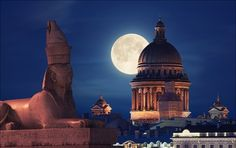 of august, the supermoon.Isaac's Cathedral and one of the sphinxes on University embankment, Saint-Petersburg. Russian Architecture, St Petersburg Russia, Mystery Of History, Largest Countries, Scenic Photography, National Geographic, Taj Mahal, Places To Visit, Around The Worlds