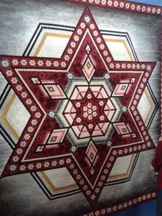 What a show, the biggest quilt show in the world, with between 35 000 and 45 000 visitors per day going through the doors. The show is held. Hexagon Patchwork, Hexagon Quilt, Clamshell Quilt, International Quilt Festival, My Sewing Room, English Paper Piecing, Crewel Embroidery, Clothes Crafts, Art Design