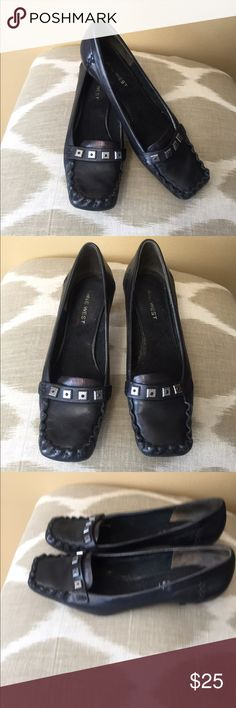 Nine West Black Leather Loafer Pumps 6.5M Excellent condition! Nine West Black Leather Loafer Pumps 6.5M With 1.5M Kitten Heels. Nine West Shoes Flats & Loafers