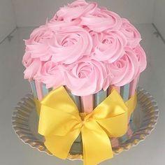 Começando o dia com esse Big Cupcake by @limaodoce_ ! #bolo #cakedesigner #bolodecorado #ideas #inspiraçao #cake #instaparty #partyideas