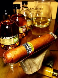 My favorite Glen Rothes whisky and Cohiba cigar! Cigars And Whiskey, Good Cigars, Pipes And Cigars, Bourbon, Cigar Art, Cigar Humidor, Cigar Room, Cigar Smoking, Simple Pleasures