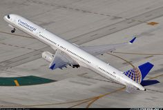 Continental Airlines Boeing 757-324 N75851 departing Los Angeles-International, December 2010. (Photo: Sam Chui)