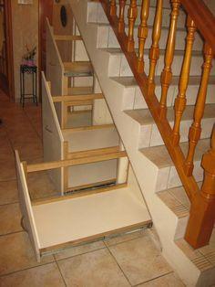 aménagement de tiroirs à chaussures sous escalier