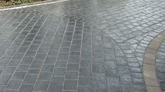 close up showing the different paving laying pattern within the driveway