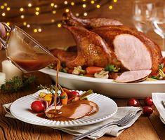 Peru recheado com legumes e molho gravy Molho Gravy, Fresco, Steak, Turkey, Recipes, Perfume, Holidays, Turkey Roaster, Turkey Recipes