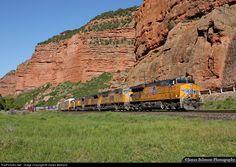Net: UP 5515 Union Pacific GE no Echo Canyon, Utah por James Belmont Utah, Belmont, Union Pacific Railroad, Choo Choo Train, Locomotive, Mount Rushmore, Trains, America, Mountains