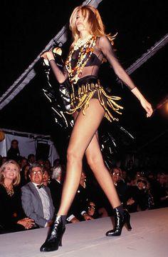 Claudia Schiffer at Chanel F/W 1991