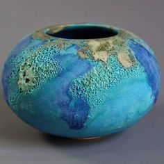Gallery - Images of past pieces - Jan Lewin-Cadogan Ceramics Raku Pottery, Pottery Bowls, Clay Vase, Ceramic Vase, Rustic Ceramics, Ceramics Ideas, Vase Design, Vase Crafts, Bleu Turquoise