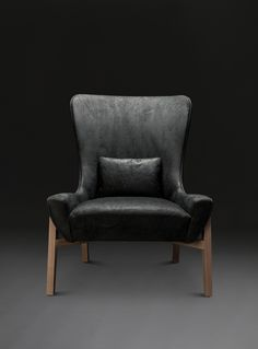 Fernando Wing Chair by Verellen