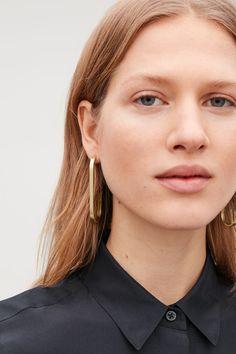 Detailed image of Cos curved open-hoop earrings in gold Gold Bar Earrings, Statement Earrings, Dangly Earrings, Chanel, Copper Jewelry, Fine Jewelry, Jewelry Making, Silver Jewellery, Silver Bracelets