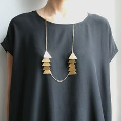 this necklace is a gorgeous statement piece with any solid top! Le Triangle, Pop Fashion, Womens Fashion, Dress To Impress, Dress Me Up, Fashion Accessories, Creations, Jewelry Design, Style Inspiration