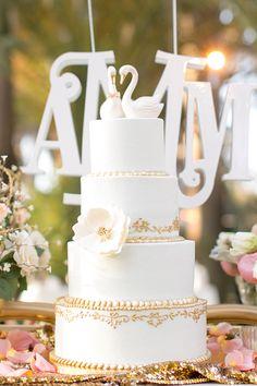 gold + white wedding cake | Amalie Orrange