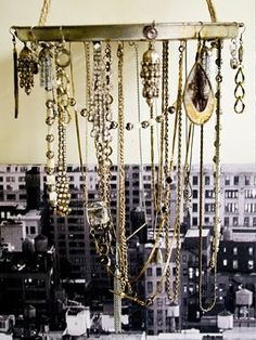 Someone made a crazy chandelier out of broken necklaces. 41 Ways To Reuse Your Broken Things Diy Chandelier, Vintage Chandelier, Modern Chandelier, Chandeliers, Jewellery Storage, Jewelry Organization, Jewellery Display, Diy Jewellery, Mobiles