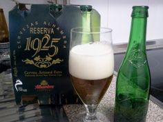 Alhambra Reserva 1925, se trata de una cerveza lager, de baja fermentación, con un extracto seco lo que la convierte en extra.  http://www.directoalpaladar.com/otras-bebidas/alhambra-reserva-1925-cata-de-cerveza