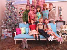 Vintage Barbie, family and friends' Christmas gathering. merry Christmas everyone! Play Barbie, Barbie Life, Barbie World, Barbie And Ken, Barbie Stuff, Dollhouse Furniture Kits, Barbie Furniture, Barbie Diorama, Christmas Barbie