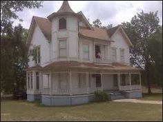 victorian farmhouse, would be beautiful restored