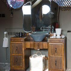 Coiffeuse r�tro, simple planche de bois, meuble de m�tier ou encore abreuvoir de ferme... D�couvrez des id�es r�cup' astucieuses pour d�tourner du mobilier en meuble vasque de salle de bains.