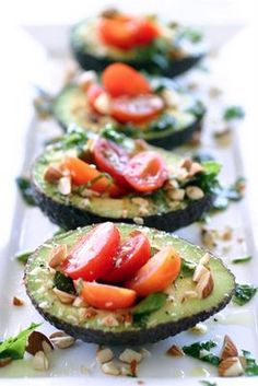 mini avocado salads - Looks yummy - a healthy appetizer Avocado Recipes, Raw Food Recipes, Cooking Recipes, Healthy Recipes, Avocado Salads, Avocado Boats, Avocado Food, Grilled Avocado, Vegetarian Recipes