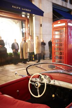 Automotive Excellence: Ralph Lauren and the Financial Times hosted an exclusive Speed & Style presentation at the Ralph Lauren flagship store in London. Guests enjoyed the classic RM Sotheby's cars on exhibition and a vintage car presentation.