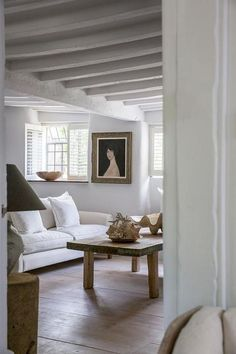 white walls, white beams, rustic wooden floor boards, old paintings and simple white sofa Cottage Living Rooms, Coastal Living Rooms, Cottage Interiors, Home And Living, Living Room Decor, Kitchen Living, White Beams, White Walls, Interiores Shabby Chic
