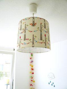 Kinderzimmerlampe selber gemacht: DIY-Set von Lichthaus bei DaWanda - Lampenschirmfolie mit Stoff beklebt