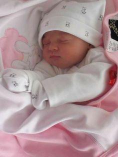 Cute Little Baby, Baby Kind, Cute Baby Girl, Mom And Baby, Little Babies, Cute Babies, Baby Boy, Newborn Baby Photos, Newborn Baby Photography