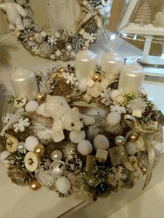 Christmas Advent Wreath, Christmas Decorations, Holiday Decor, Handmade Christmas, Christmas Diy, Xmas, Handmade Decorations, Flower Decorations, Globes