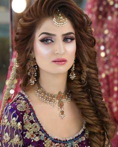 Makeup Artist in Delhi: Top 20 Trendy Indian Bridal Makeup Images Bridal Makeup Looks, Bride Makeup, Bridal Looks, Wedding Makeup, Hair Makeup, Eye Makeup, Pakistani Bridal Hairstyles, Pakistani Bridal Makeup, Wedding Hairstyles For Long Hair